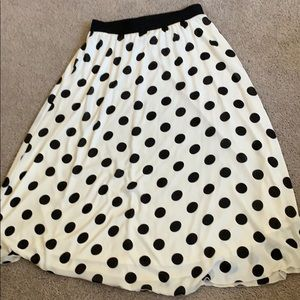 LULAROE BLACK AND WHITE LUCY SKIRT
